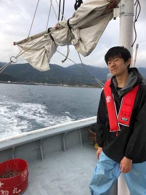 室戸市沖でナヌカザメなどの深海魚の漁に同行